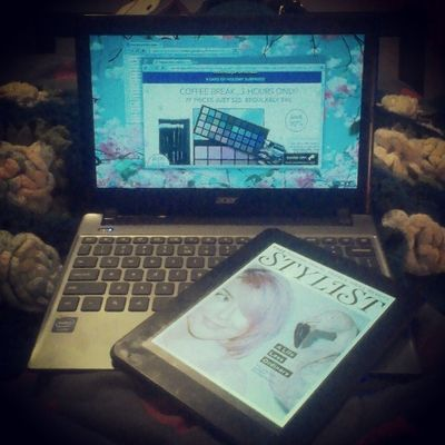 I should be working on an app right now but I'm stuck somewhere between magazines, make-up, and a creative block. #procrastination Richkidsofinstagrm Thelazysong Lux Lazy Procrastination Magazine Floral Blessed  Luxury Thestruggle  Rkoi Chromebook Androidtablet Stylistmagazine Acerchromebook Rkoig