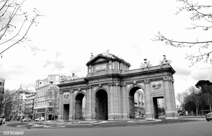 Puerta de Alcalá, Madrid. Spain. Fotomadrid Españoles Y Sus Fotos Black And White Street Photography