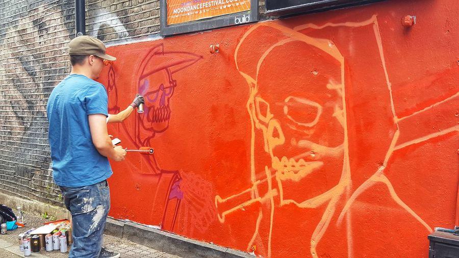 Streetphotography Street Photography Streetart Streetart/graffiti StreetArtEverywhere Streetart #street #streetphotography #tagsforlikes #sprayart #urban #urbanart #urbanwalls #wall #wallporn #graffitiigers #stencilart #art #graffiti #instagraffiti #instagood #artwork #mural #graffitiporn #photooftheday #stencil #streetartistry #photograp London Taking Pictures EyeEm Best Shots Taking Photos PhonePhotography Aerosol Can Spraying Standing Full Length Young Women Men Graffiti Young Men Street Art Spray Bottle Mural Hip Hop Art And Craft Painter - Artist Artist Art Rap Breakdancing Paint Roller