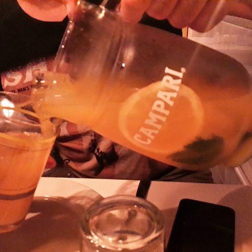 En la Refrescante terracita de Bruncheria Drinks Lifestyle Campari relax