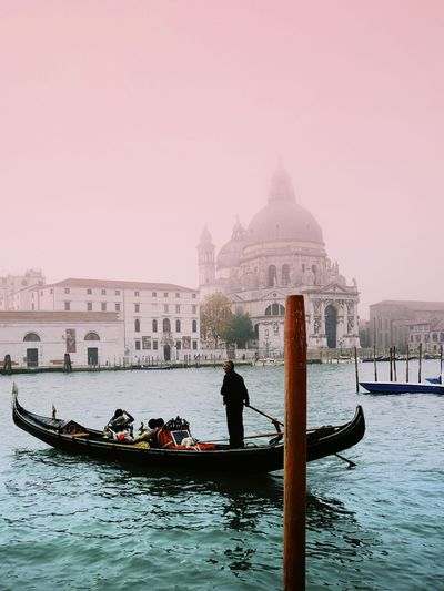 Be. Ready. My mission is to make everyone present to the fact that everything is possible for themselves and their life. Gondola - Traditional Boat Gondolier Gondola Venezia Venice Italia Italy