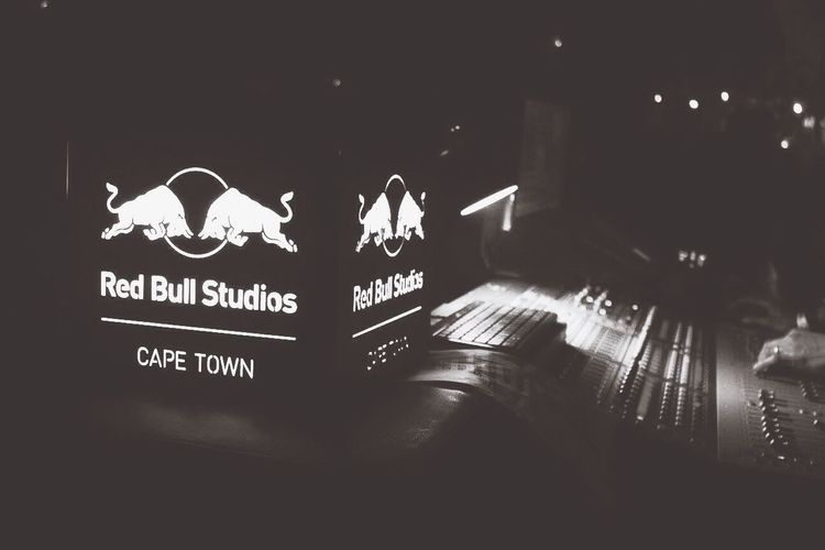 What an Awesome Experience At Last Years's Lil Dragon Tour to South Africa. I had the opportunity of attending their smashing concert in Cape Town!!!!!! 🔥🔥🔥😭👽🎧🎤. Tocamepicture Visualtelepathy Redbullza Cape Town