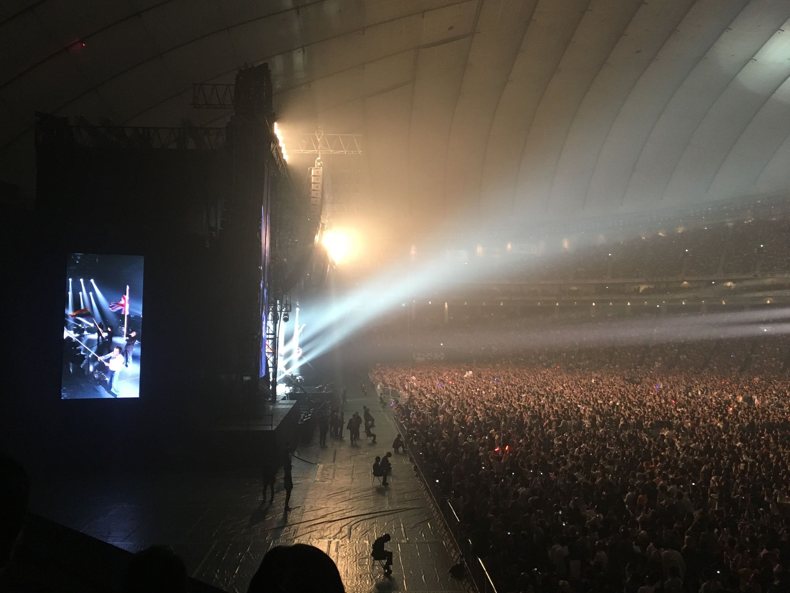 illuminated, large group of people, night, real people, crowd, music, stage light, arts culture and entertainment, audience, indoors, performance, stage - performance space, nightlife, popular music concert, light beam, people