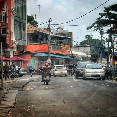 Scène de vie #ilemaurice #mauritius Mauritius Streetphotographer Ig_captures_city Ilemaurice Splendid_shotz Igersmauritius Thebestphotographers Citybestpics Street_series