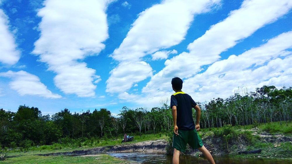 Desa tercinta Clouds And Sky Blueclouds Urban Exploration Hanging Out Mountains Trees Blue Sky Sun Light
