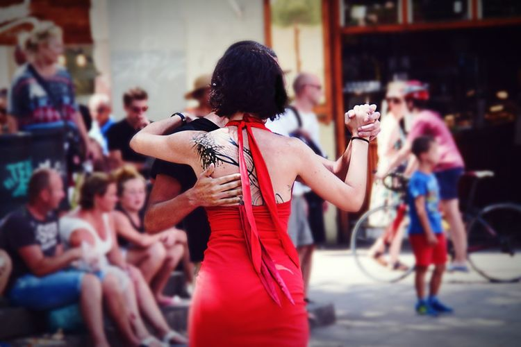 Performance Focus On Foreground Dancing Happiness City Life People Lifestyles Red Barcelona Streetphotography Barcelona♡♥♡♥♡ Dancing People Tatoogirl WeekOnEyeEm EyeEm Gallery EyeEm Best Shots Barcelona
