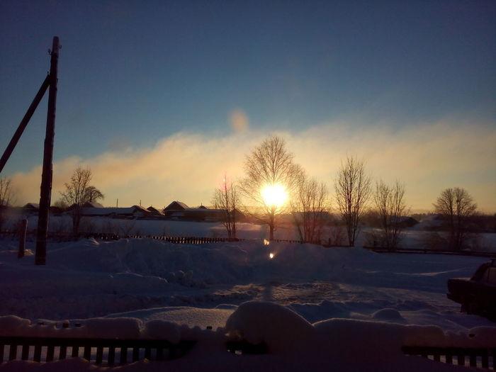И никто не знает, что скрывается под этой тесьмой облакодыма... Nature Winter Sky First Eyeem Photo