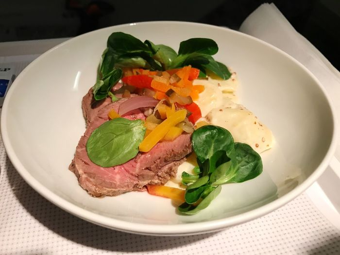 Inflight Sustenance Plate Food Food And Drink Freshness Ready-to-eat Indoors  Close-up Healthy Eating Table Serving Size No People Snack Meal Nüssli Salad Meat! Meat! Meat! Beef Julienne Vegetables Business Class