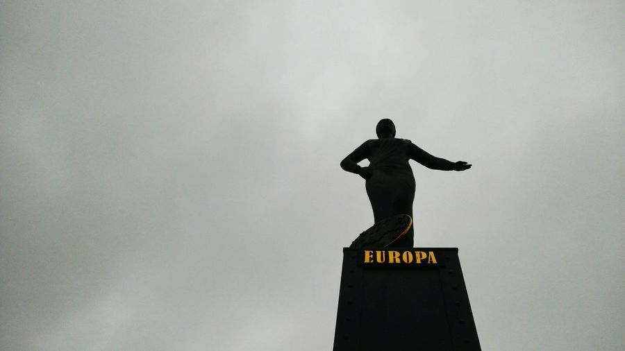 Europa. · Hamburg Germany Europe Hh 040 Statue Symbol Speicherstadt Low Angle View Clouds Clouds And Sky Gray Sky Cloudy Day Minimalism Simplicity