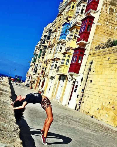The strongest will is the will that knows how to bend 🕉⛵ 🎡 Dicle30oldu Dailyogabydicle Yoga Malta Valletta Travel Holiday Bend Backpack Backbend Yogaeverywhere Yogateacher Aycyambassador Yogalife Goodvibes Instadaily Whereistand Travelgram Adventures Vscotravel Askileyap