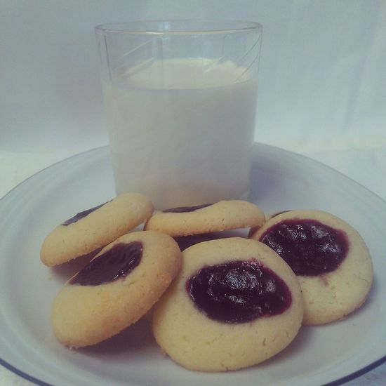 Thumbprint cookies! The recipe is now up on my blog, also in English! @solozuccheriacolazione.altervista.org Cookies Thumbprint Desserts Food