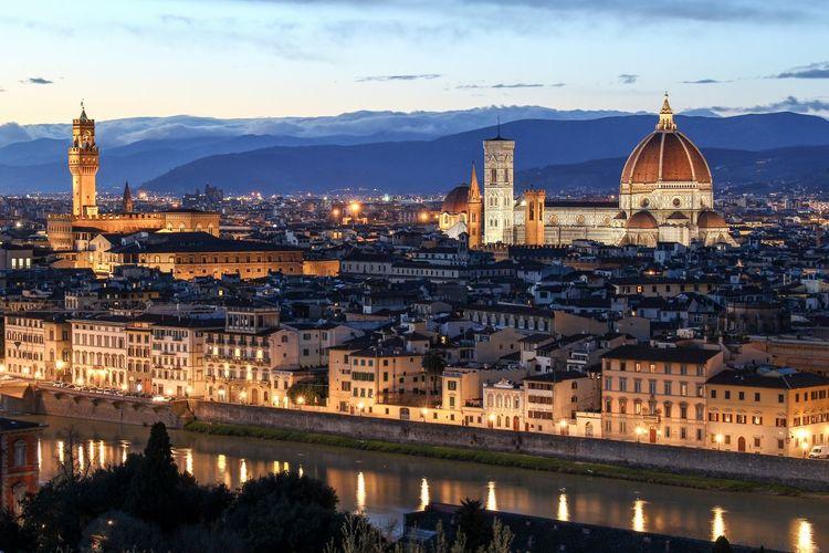 Duomo santa maria del fiore amidst cityscape at dusk