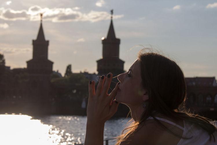 Unterwegs mit Marta in Friedrichshain. Model Taking Photos EyeEm Deutschland My Fuckin Berlin Hello World Portrait Hands Polish Girl