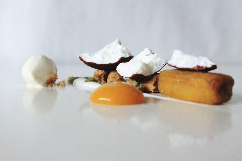 Falso coco con helado de jengibre y culis de mango Foodphotography Food Dessert Foodie
