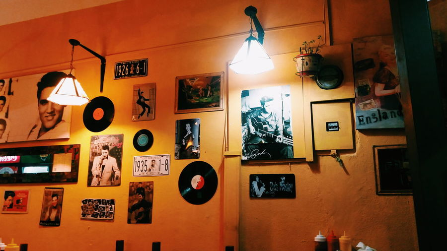 Elvis wall Little Restaurants Restaurant Decor Elvis Presley Elvis Presley Pictures Music Music Inspiration Pictures Pictures On The Wall Vintage Vintage Restaurant Vintage Moments VSCO Vscocam Lamps Yellow Yellow Wall Yellow Walls Golden Moments  Goldenmoments Vynil Records William Eggleston Inspo