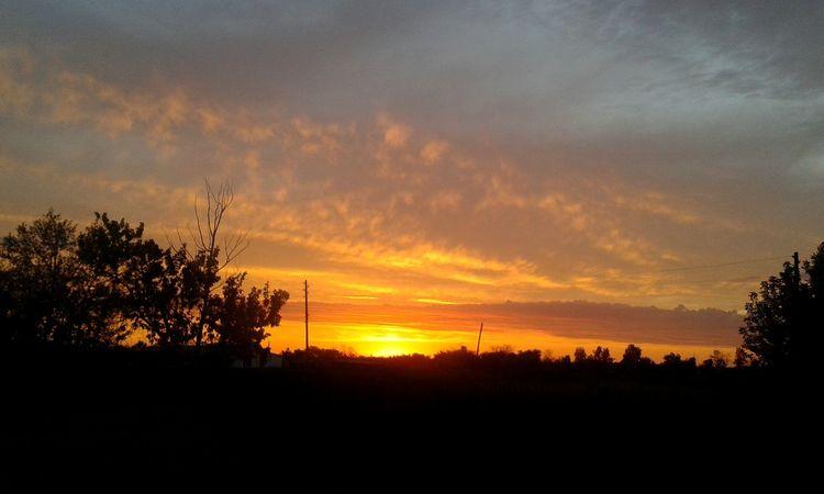 Sunset закат🌇 Sunshine Sunny Sunbeams Tree And Sky Sky And Village Cloud