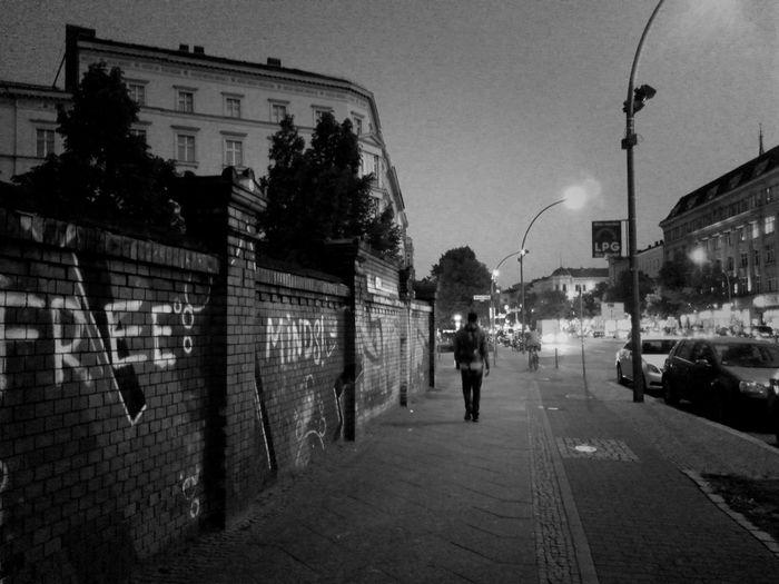 Free Minds! :: Streetphoto_bw Soistberlin  Night Shot