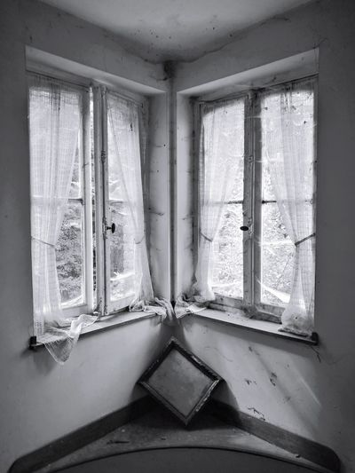 Window Indoors  House No People Day Architecture Ruined Degraded Urbex Abandoned Manoir Aux Statues Desolatecollection Urbexexploration Abandonned Building Desolate Scene Indoors  Home Interior Abandoned Places Urbexphotography Abandoned Urbex Eyeem The Week On EyeEm EyeEmNewHere