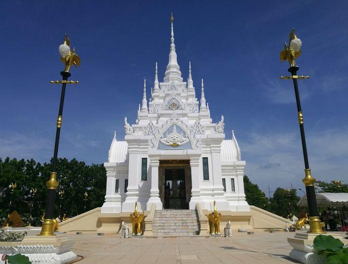 ศาลหลักเมือง Gold Statue Royalty Beauty Religion Pagoda Sky Palace History