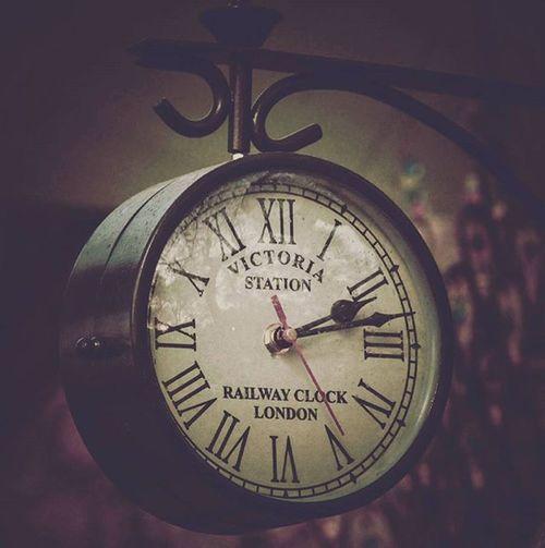 "Ťěmpűś Fûğíť ""Time flies"" Surajkund Delhi DelhiGram DelhiLove Delhidiaries Sodelhi Clock Vintage Victoria London Delhi_igers Indiagram Insta_global Instapic"