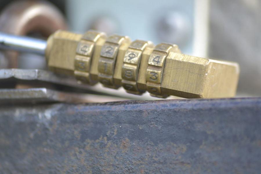 Cadena Close-up Focus On Foreground Metallic Part Of Selective Focus