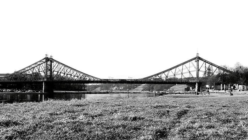 Burning bridges... Monochrome Blackandwhite Bridge Bridgeporn Elbe Dresden Urban Landscape