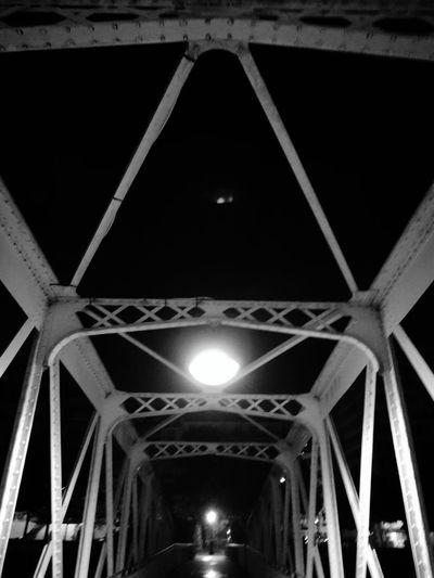 Paris la nuit ParisStreet Pariscity Parisparis Parislove Parisphotography Parisfrance ParisByNight City Illuminated Girder Architecture Built Structure Bridge - Man Made Structure