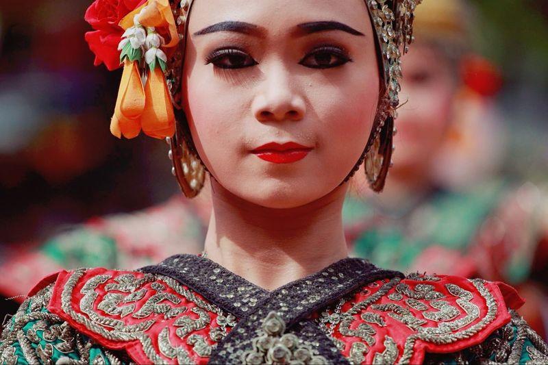 ไทย Thailand Thai Girl Thaitraditonaldress Thaidance Theoldtimes Siamese Siam People People Watching Peopleschoice
