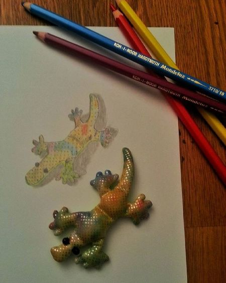 Trying to copy a little lizard my son gave me years ago :) Doodling again... :) Colouredpencils Doodle Artist Drawing Lizard Arts_help Art Artworks Sketch Artstagram Instaart Igart Pencil Colors
