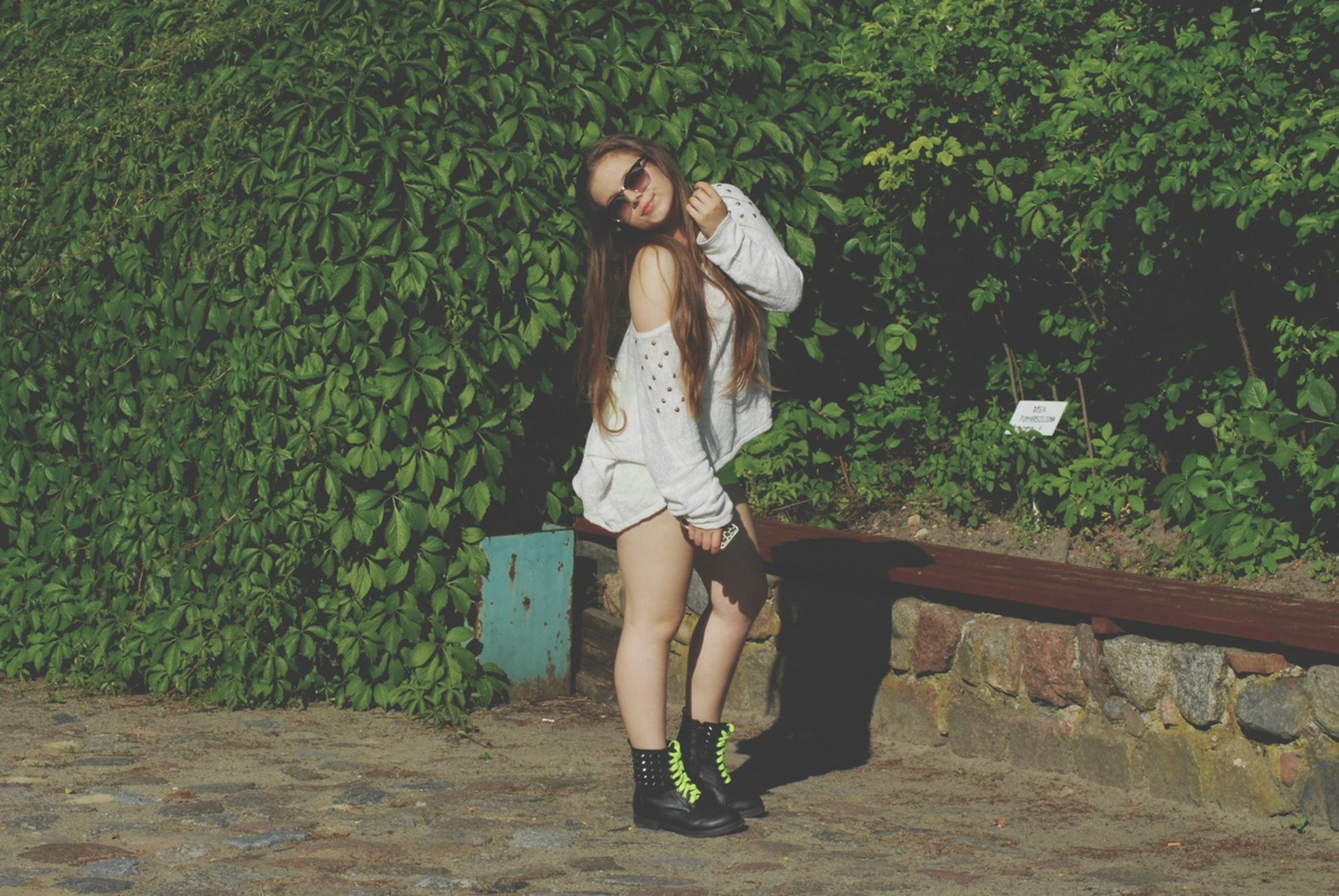 young adult, young women, casual clothing, full length, lifestyles, person, standing, front view, leisure activity, portrait, looking at camera, long hair, dress, smiling, beauty, fashion, sensuality