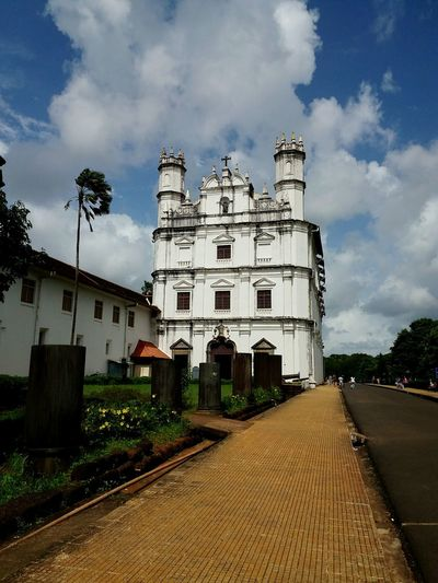 candidshot traveller basilica of bomjesus northgoa goalife🌴❤️ goan studlook lifeenjoyment living life on my ownterms samsung galaxye7 click