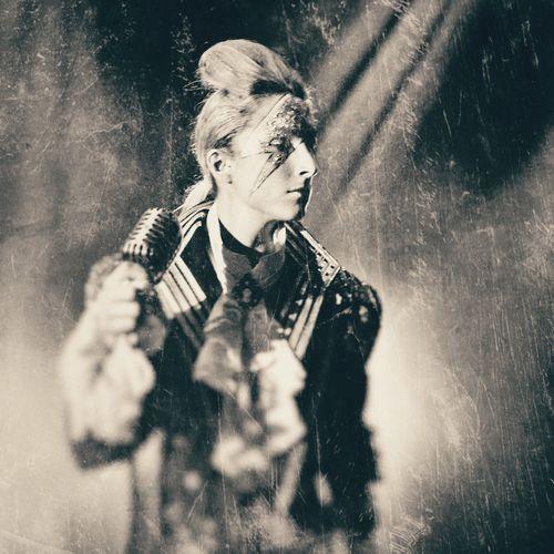 Performance Selective Focus Deanstreetdesigns Portraitist - 2016 Eyeem Awards Black And White Collection  Black And White Photography Blackandwhite Photography Blackandwhitephotography EE_Daily: Black And White Portrait Photography Phone Photography Mobile Photography Mobile_photographer Phoneography Mobilephotography Snapseed Mobilephoto PhonePhotography Portraits Fashionable Portrait Of A Woman Wetplatecollodion Filmnoir Musician Musicperformance Performance