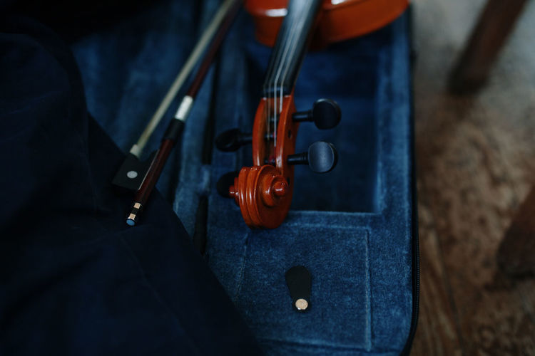 Violin Music Musical Instrument Musical Equipment Musician Arts Culture And Entertainment Still Life String Instrument Indoors  Wood - Material String Bow - Musical Equipment Equipment Musical Instrument String Focus On Foreground Close-up School Education Classic Classes