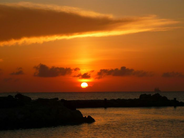 One of my favorites.. can never get enough of beautiful sunsets!EyeEm Nature Lover Hello World EyeEm Best Shots Enjoying The View Summer Views Taking Photos Sunset Nature Check This Out Enjoying Life Curacao Seaquarium Colours Of Summer Curacao Sunset
