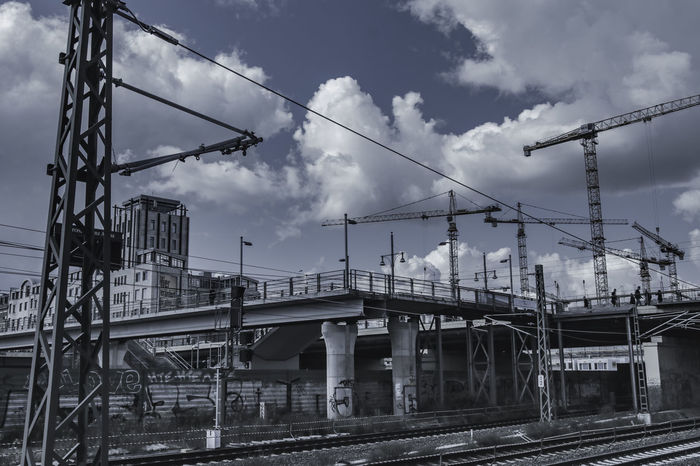 Urbanphotography Streetphotography Warschauerbrücke Crane Clouds And Sky Colour Your Horizn Connection Cloud - Sky Cable Sky Business Finance And Industry Electricity  No People Built Structure Architecture EyeEmNewHere