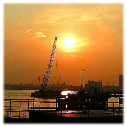🌇 港の夕陽🎶😊 Harbor sunset🎶😊 ※ ※ 名古屋港 Port_of_Nagoya 日本 Japan aichinagoya 夕焼け sunset 夕暮れ dusk 夕陽 settingsun 自然 nature 安らぎ Peace 眩しい Dazzling 夕空 evningsky 綺麗 beatiful 風景 landscape orangevista 🌇 sunset_japan_nagoya_mitu