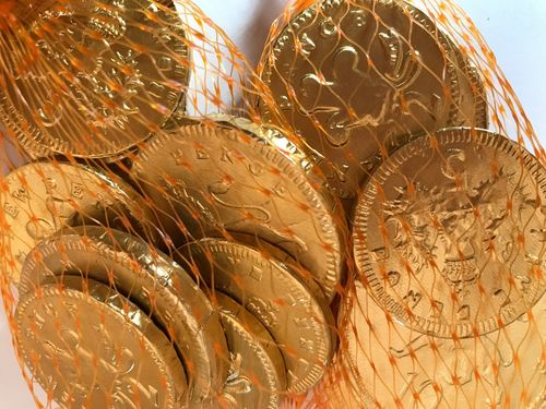 Chocolate coins in a net bag Finance Finance And Economy Pretend Money Not Real Abundance Novelty Food Food And Drink Sweet Food British Gold Colored Food Packaging Net Bag Chocolate Money Chocolate Coins EyeEm Selects Close-up No People Gold Colored Indoors  Day