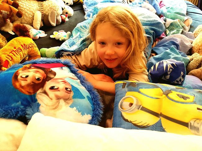 Girl Bedroom Relaxing Wake Up In The Morning Disney Frozen Minions EyeEm Best Shots Portrait Snapshots Of Life EyeEm Gallery Everyday Life