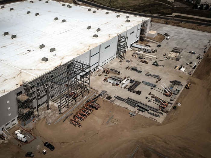 Beaumont, CA / USA - 4/20/2019: Overhead view of a new Amazon Fulfillment Center under construction. High Angle View Day Architecture Built Structure No People Outdoors Construction Construction Site Warehouse Distribution Logistics Equipment New Building  Amazon Overhead View Industry Building Exterior Motor Vehicle Mode Of Transportation Car Land Vehicle Metal Transportation Nature City Fuel And Power Generation Building Industrial Equipment Steel
