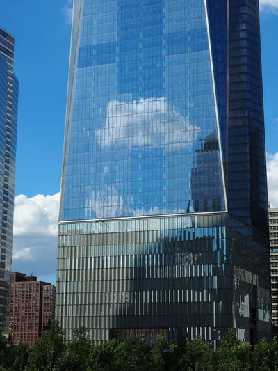Architecture Beautiful Day Beauty Blue Building Exterior City Cloud Cloud - Sky Day Downtown Manhattan Exterior Low Angle View Modern No People Nubes Office Building Outdoors Peaceful Reflections Reflexiones Sky Skyscraper Tall Tall - High Tower