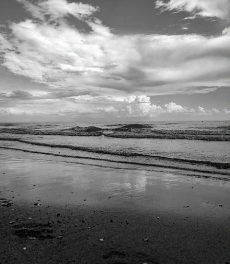 Streamzoofamily Streamzoo Blackandwhite Bw Monochrome Blackandwhite Photography EyeEm Nature Lover Nature Alone Nopeople Tranquility One Day Peace My Point Of View Lovefornature Clouds Mylife Water Low Tide Reflection Sky Cloud - Sky Beach Calm Horizon Over Water Wave