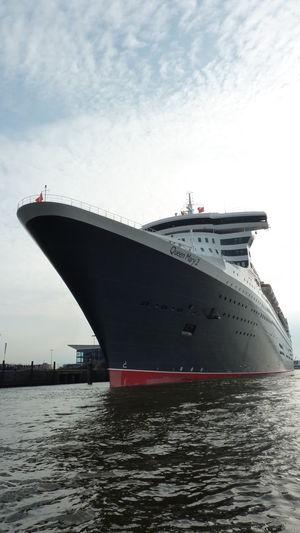 Hamburg Kreuzfahrtschiff Queen Mary 2 Queen Mary II Schiffe Ship Tourism