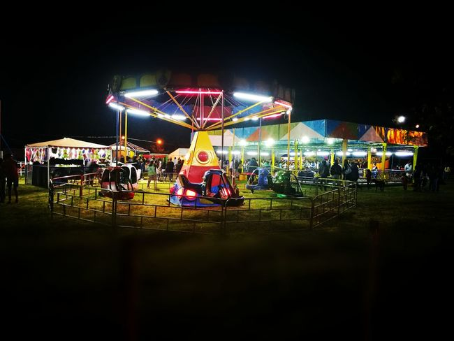 Parque de diversiones. Night Arts Culture And Entertainment Illuminated Enjoyment Amusement Park People Mundopark EyeEmNewHere Eyem Nature Lover Eyemgallery Manzanares Argentina Be. Ready. Modern Workplace Culture HUAWEI Photo Award: After Dark