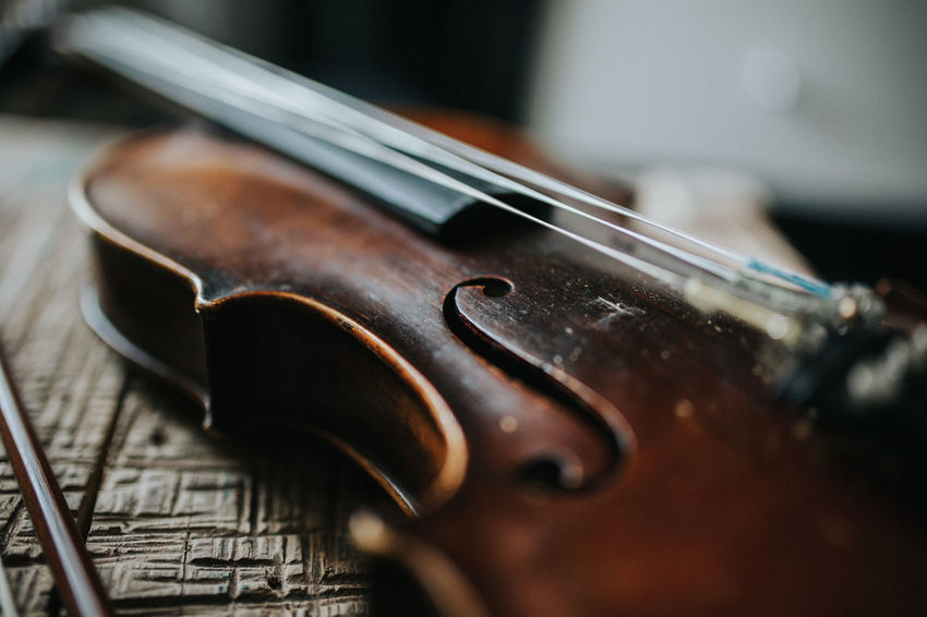 Beautiful Classical Music Listening To Music Music Wood Classical Close Up Close-up Emotional Geige Indoors  Instrument Instruments Music Musical Instrument Musical Instruments Musician Musik No People Saiten String Instrument Strings Violin Violinist Violins