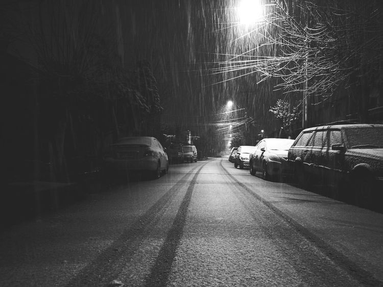 Winter en Santiago Night Snow Winter Street Streetphotography Street Light Noche Luces Look Darkness And Light Snow ❄ Snownight Wintercity Real Amazingthings Nature Looking White