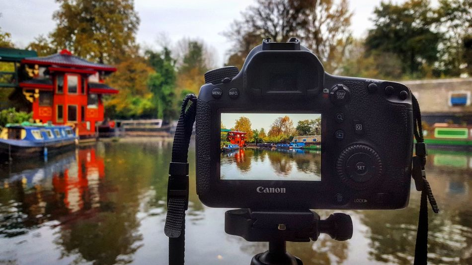Fotografando Londra... Reflection Outdoors Water Silence Travel Destinations Eyemphotography Travel Photography Wanderlust Wonderful Liveforadventure EyeEmNewHere Nationalgeographic Waphaphotographer Phototraveller Lonelyplanet Globetrotter Canon Viaggiare Freedom Travel Happiness Streetphotography Landscape London River