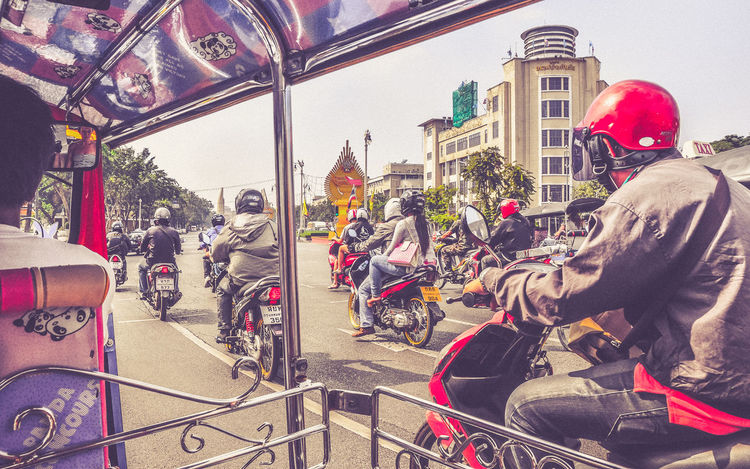 Today, the streets are not that full - yeeeaaaahh.... Bangkok Capture The Moment City Culture Motorcycles Noise People Sightseeing Streetlife Thailand Tourists Traffic Transportation Tuk Tuk