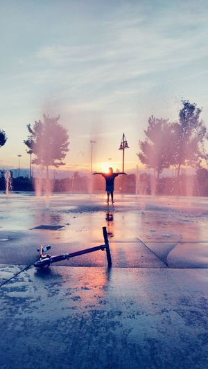 Creative Light And Shadow Water Reflections Sunset_collection Fountain Fun Enjoying Life Sunsetlover Fountain_collection Live For The Story The Portraitist - 2017 EyeEm Awards Place Of Heart