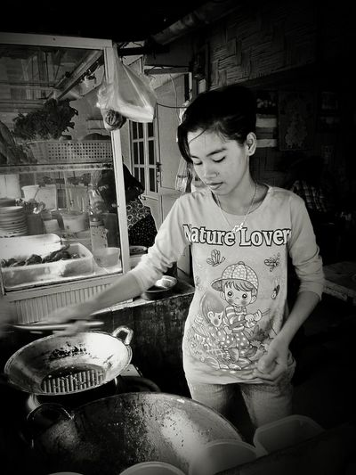 Check This Out Taking Photos Food Girl EyeEm Indonesia Pictureoftheday Working Girl Cooking do it your self Black & White Watching at pondok heny Bsgelen