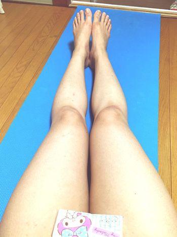 この脚どうにかしなきゃ>_<。筋トレとかマッサージがんばろ☹️ ダイエット 筋トレ マッサージ